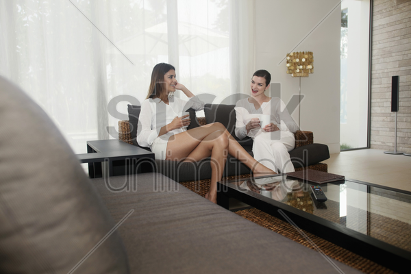 two women having a chat stock photo